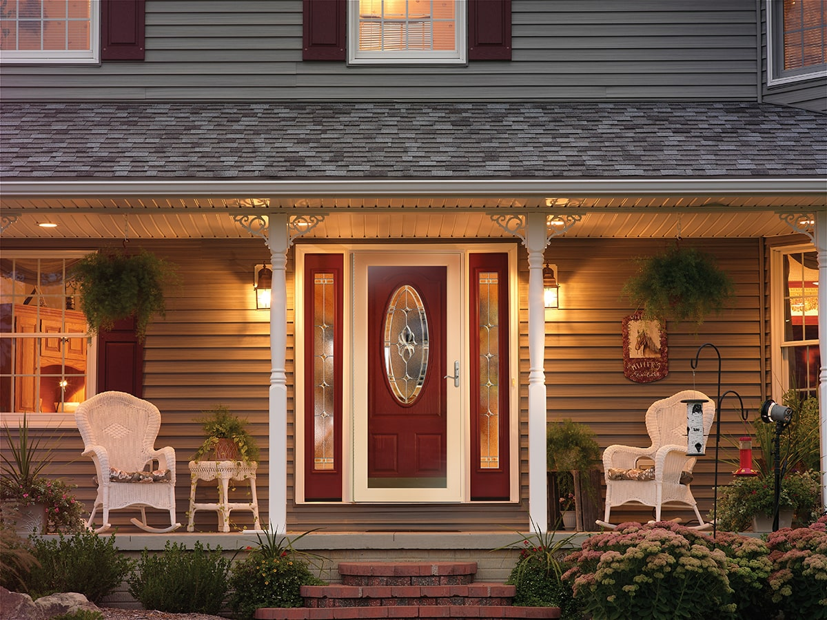 House with storm door - SOM glass